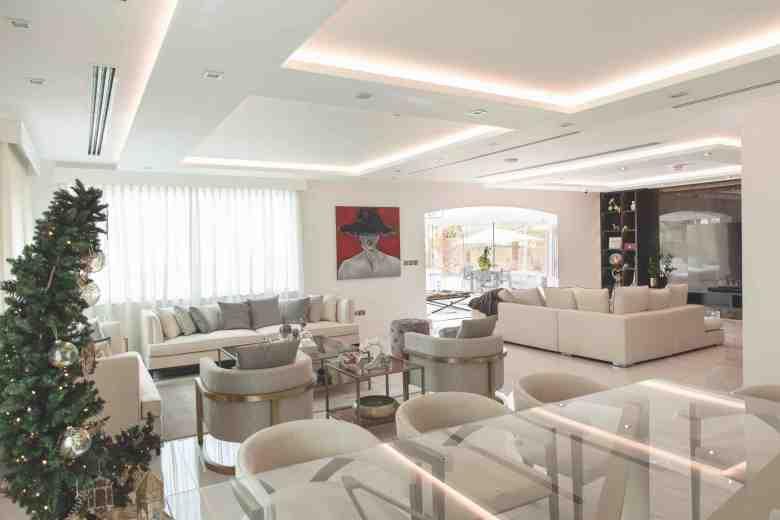 Jumeirah Park living room designed by Smart Renovation