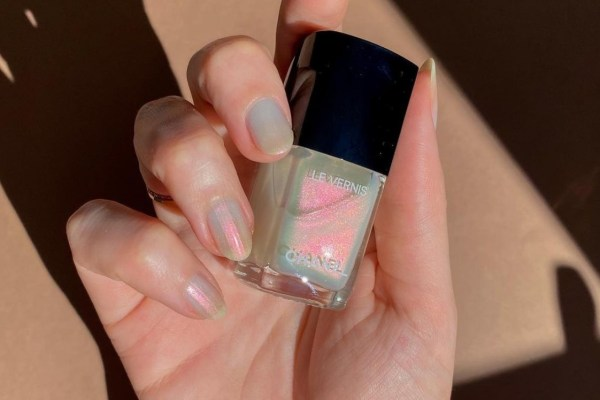Spring Manicure: Pearlescent Nails