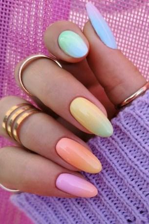 Autumn 2021 Nail Art Trends: Gradient Nails by Meraki Nails