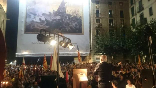Banderes i persones al Fossar de les Moreres (10 de setembre de 2014)
