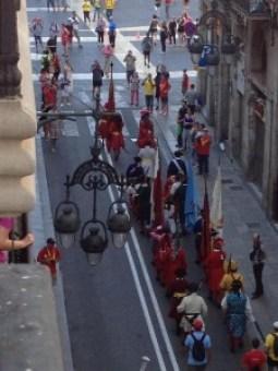 La Coronela entra a la Plaça de Sant Jaume