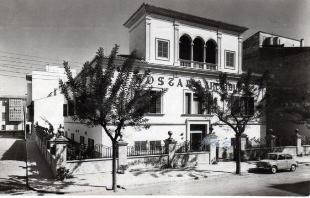 L'antiga clínica Munar reconvertida en l'Hostal Arxiduc