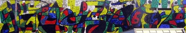 Un dels murals de Miró amb el ceramista J. Llorenç Artigas