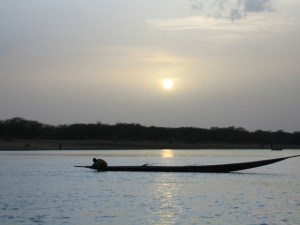 niger-river-men-in-a-boat-1376828-640x480