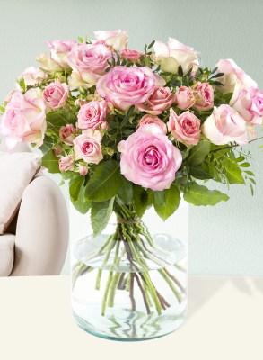 Mix boeket roze rozen| Rozen online bestellen & versturen | Surprose.nl