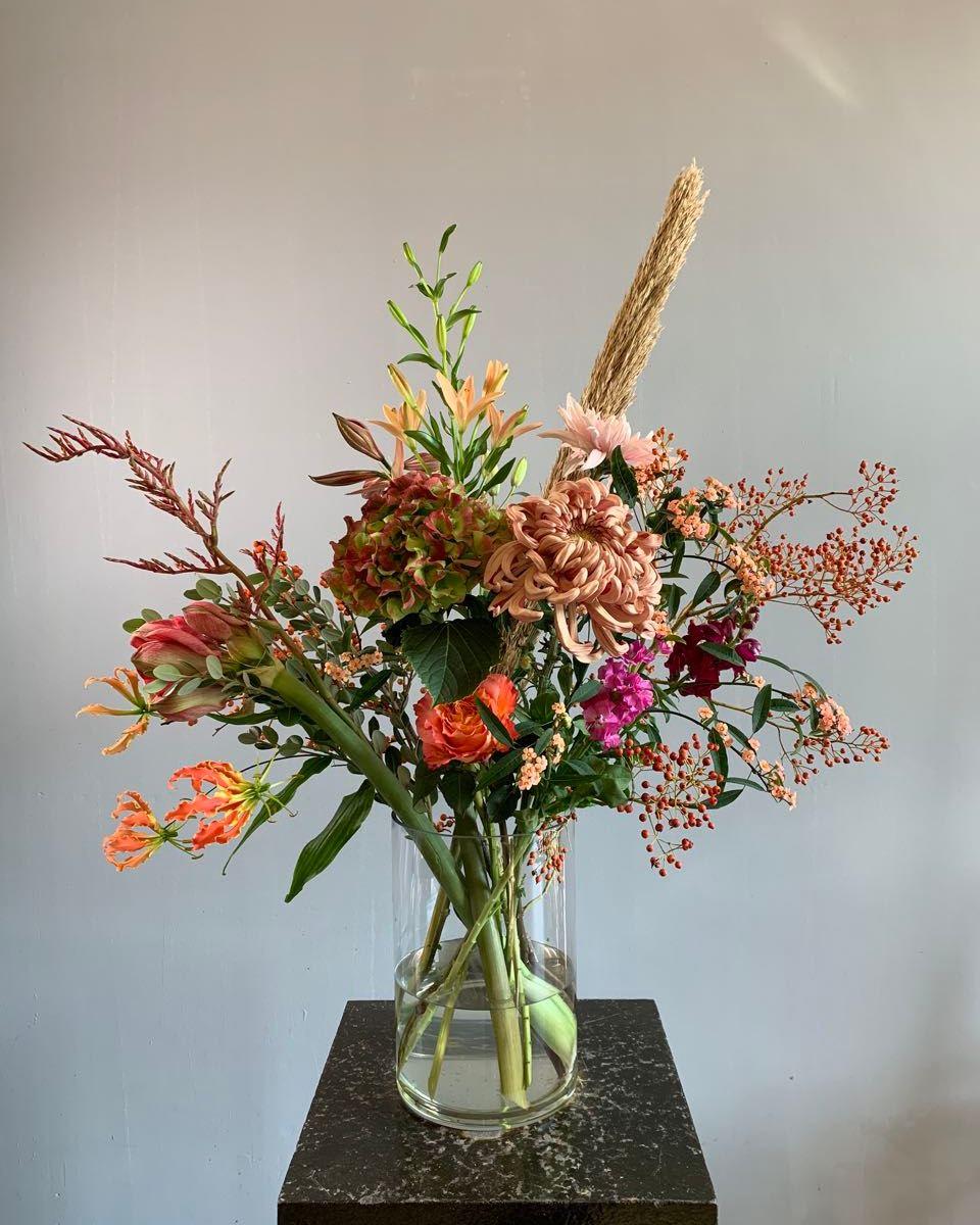 herfstboeket met seizoensbloemen.