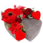 Hart van steen met rode bloemen bestellen of bezorgen