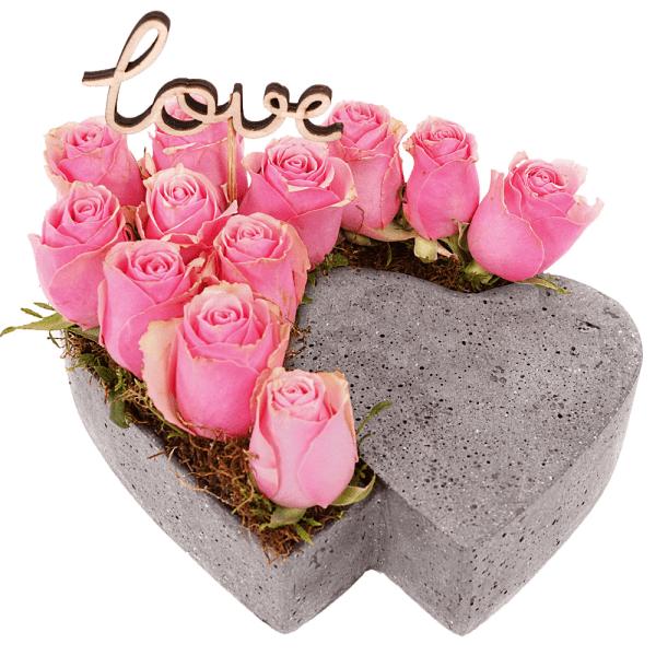 Stenen hart met roze rozen bestellen of bezorgen