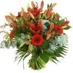 Kerstboeket van rode lelies en bloemen bestellen of bezorgen