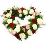 Rouwarrangement open hart vorm met drie kleuren rozen bestellen of bezorgen online
