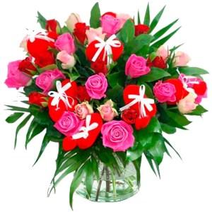 Valentijn boeket rode en roze rozen met hartjes bestellen of bezorgen online