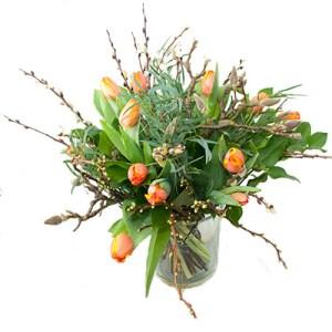Oranje tulpen met voorjaarstakken (NIET LEVERBAAR IN VERBAND MET SEIZOEN) bestellen of bezorgen online