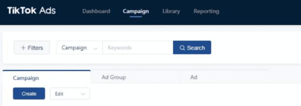 """Pulsante """"Campagna"""" evidenziato nella dashboard degli annunci TikTok"""