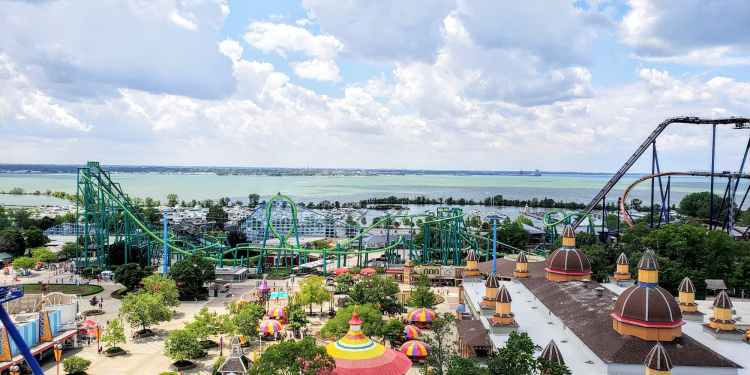 a view of cedar point amusement park