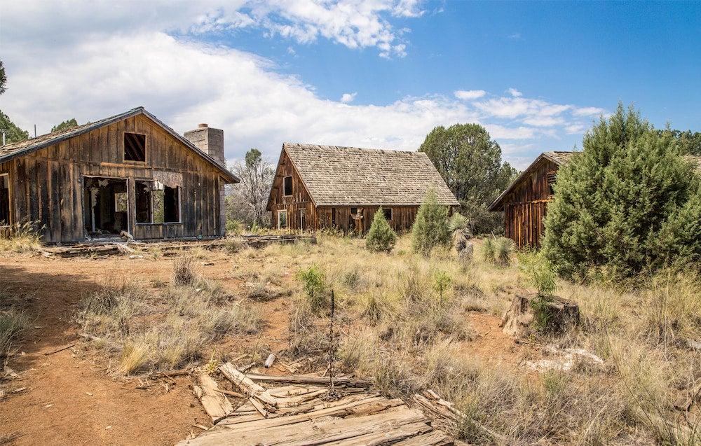 Old buildings in Seneca Lake, Arizona