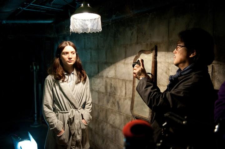Mia Wasikowska beim Dreh zu Stoker mit Park Chan-wook