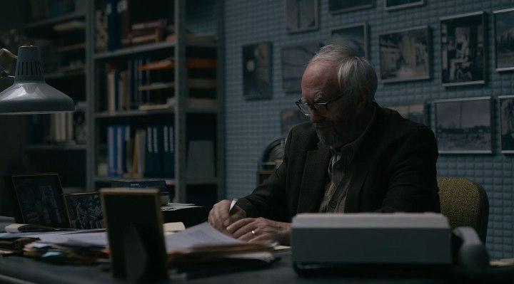Russ (Jonathan Pryce)