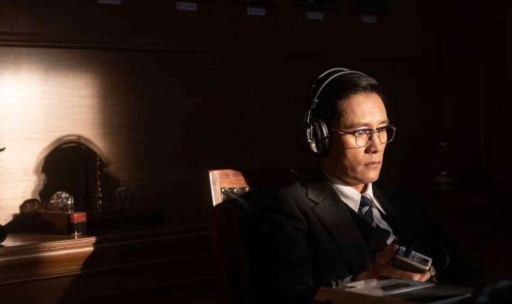 Das Attentat (2020) – The Man Standing Next | Filmkritik