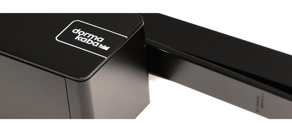 Ferme-porte à glissière TS 98 XEA de dormakaba : une solution aux multiples talents couvrant tous les cas