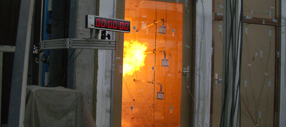 Technique de fiches Sassba pour portes coupe-feu testées et certifiées