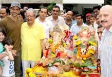 Hrithik_Roshan_Family_Ganesh_Visarajan