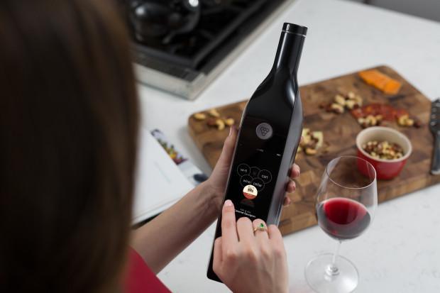 La première bouteille de vin connectée créée par Kuvée