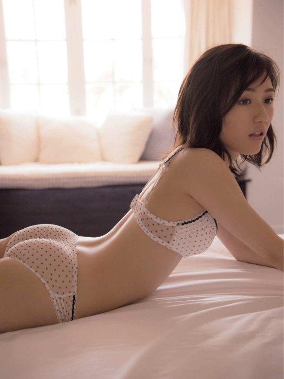 「週刊現代 2016年 11/5 号」渡辺麻友のスケスケ下着お尻グラビア