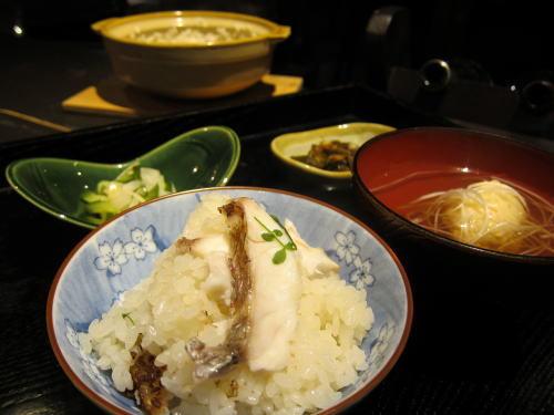 お食事(鯛めし・カニと海老の真薯椀・香の物・佃煮)