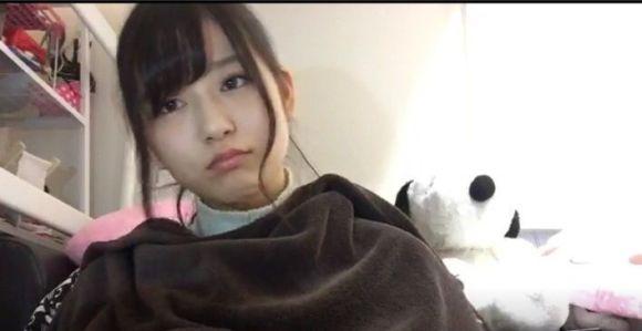 ニットを着たHKT48・月足天音