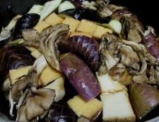 ナスと絹揚げ舞茸の煮物 調理⑤