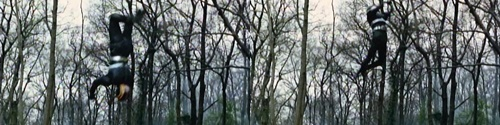 ヒーロー、仮面ライダーブラックが敵の念力攻撃にやられてピンチ