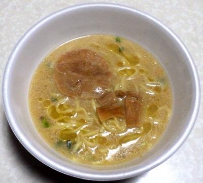 10/2発売 麺屋一燈 ホタテ鶏油付 濃厚魚介ラーメン(できあがり)