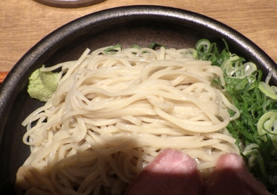 麺と心 7 ざる小麦そば(麺のアップ)