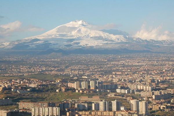 800px-Mt_Etna_and_Catania.jpg