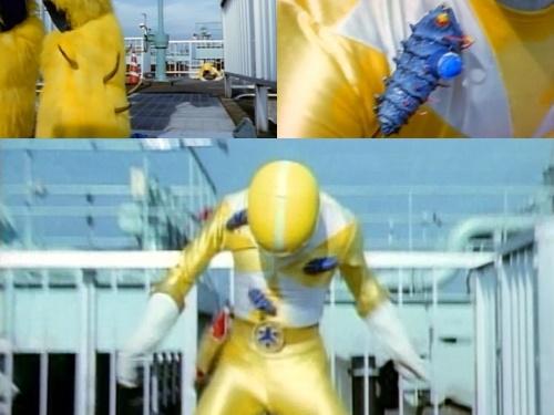 戦隊ヒーロー、ゴーイエローが爆弾虫にやられてピンチ