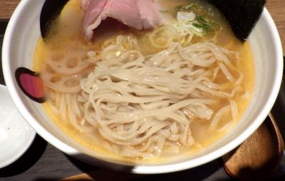 麺と心 7 極上 蟹だし中華そば(麺のアップ)