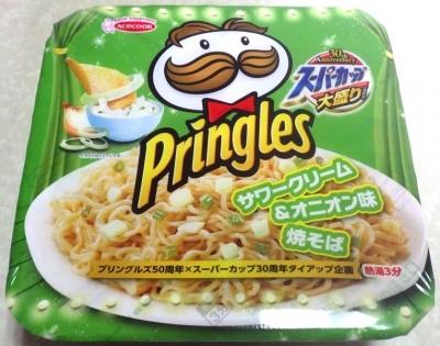 10/15発売 スーパーカップ 大盛り プリングルズ サワークリーム&オニオン味焼そば