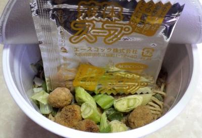 10/29発売 THE和 柚子七味香る 鴨だし南蛮そば(内容物)