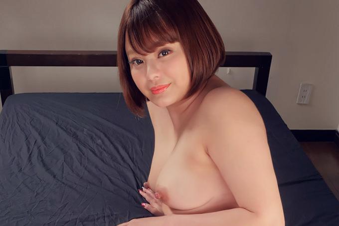 青山未来 乳首がビンビンのサービス精神旺盛なお姉さん。