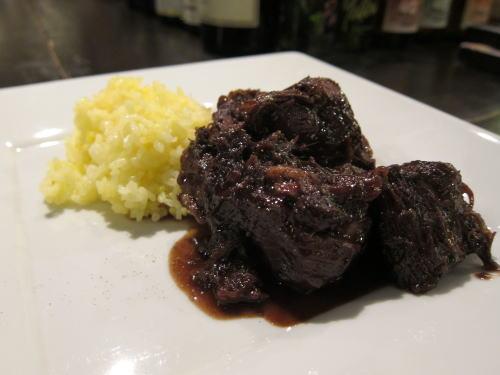 牛スネ肉の煮込み赤ワイン