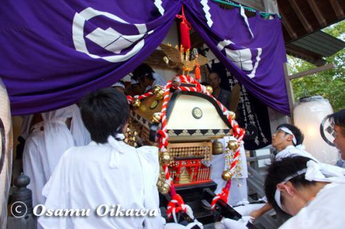 福島大神宮渡御祭 神輿が本殿に入る 2012
