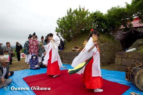 夷王山神社 神楽舞 鈴上