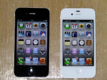 Dual's Sat4のぶらっと音楽-黒がiPhone4 白がiPhone4Sだ