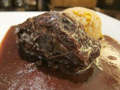 アンガス牛ミスジ肉の赤ワインブレゼ