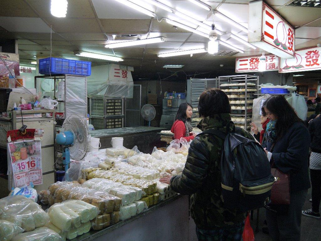 三發包子饅頭@臺北迪化街 - アジア旅行とモバイルとネコのつぶやき