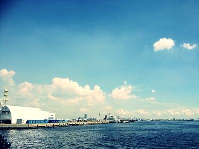 $「あるがままに生きる」-横浜港