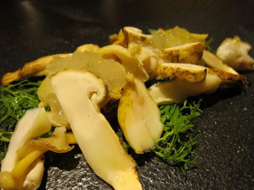 焼き松茸とつぶ貝の酢橘ジュレ