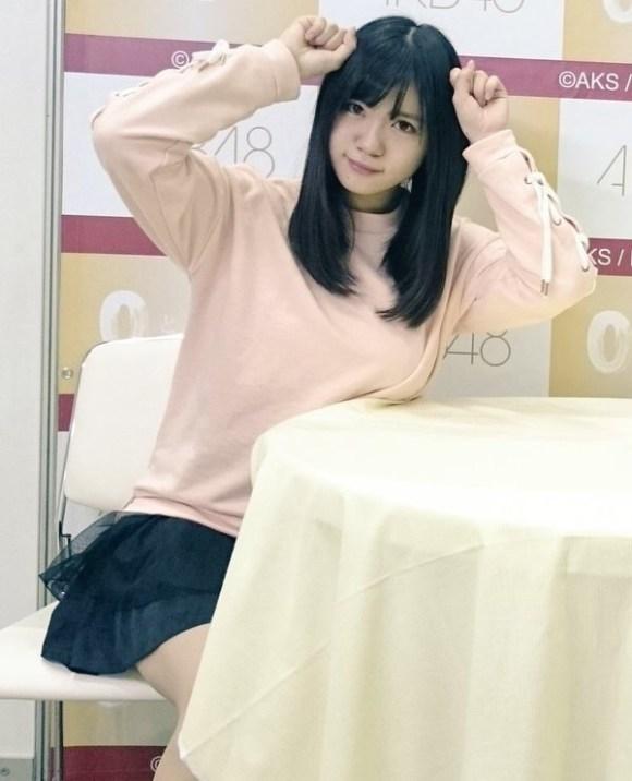 写メ会で巨乳を机の上に乗せてる田中優香