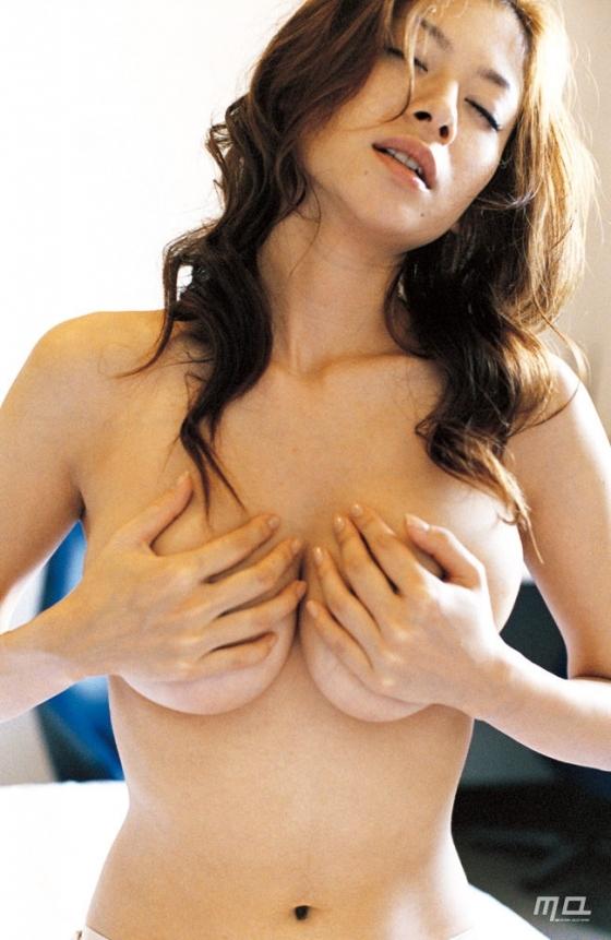 真木よう子 Gカップ爆乳手ブラセミヌードグラビア 画像39枚 1