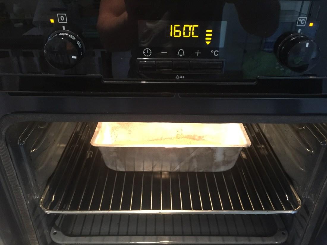 placez le pain d'épice au four